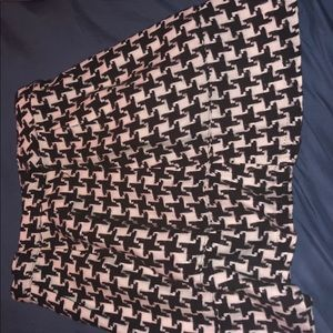 Fun and flirty houndstooth skirt